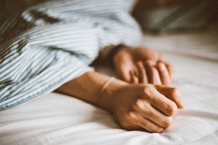 bed-bedroom-blanket-1391476